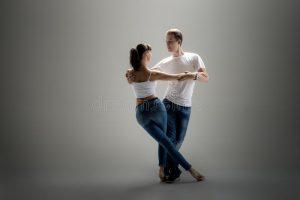 cours de salsa ou danser a paris couple-dancing-social-danse-beauty-kizomba-bachata-semba-taraxia