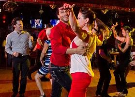 pourquoi tu dois apprendre a danser la salsa en soiree